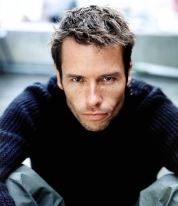 Lockout_guy_pearce_Besson