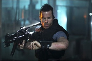 Guy_Pearce_lockout_luc_besson